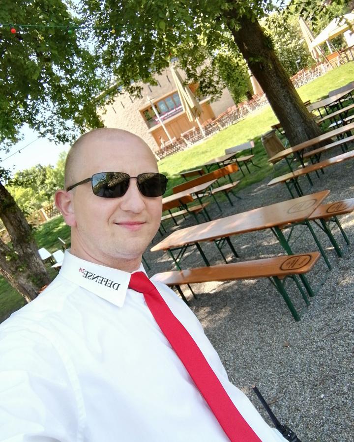 Foto Denis im Biergarten