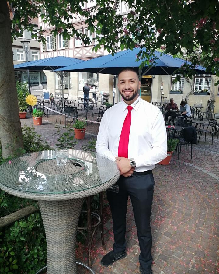 Foto Yasin vor Pizzeria